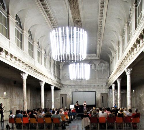 Foto von Saal mit Publikum